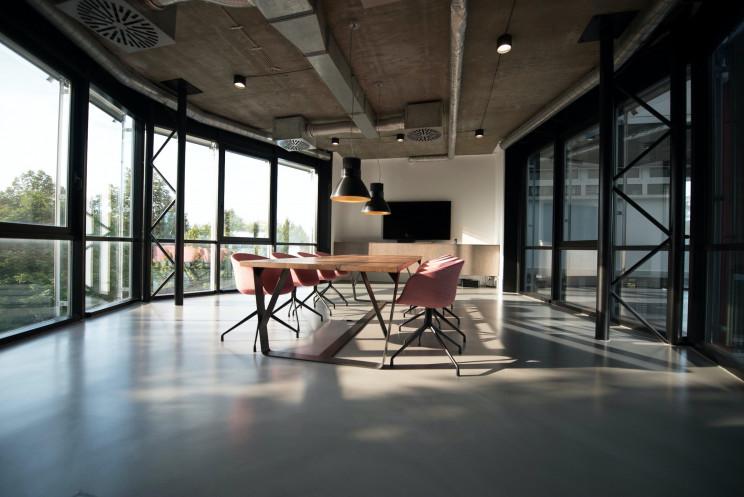 Covid-19 faz empresas pensarem em ter escritórios fora das localizações prime