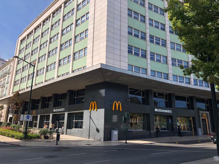 McDonald's abre restaurante de 700 m² no Marquês de Pombal – é um dos maiores de Portugal