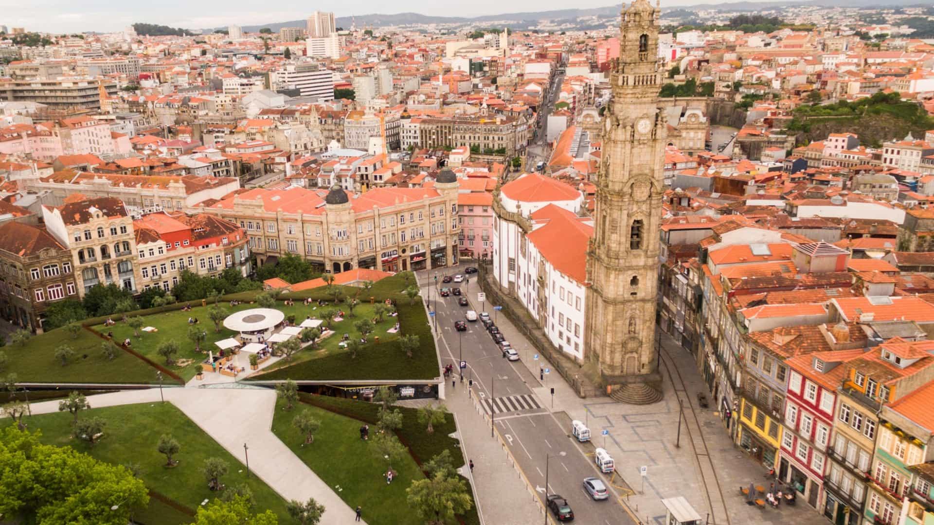 Qual é a zona do concelho do Porto com mais imóveis disponíveis?