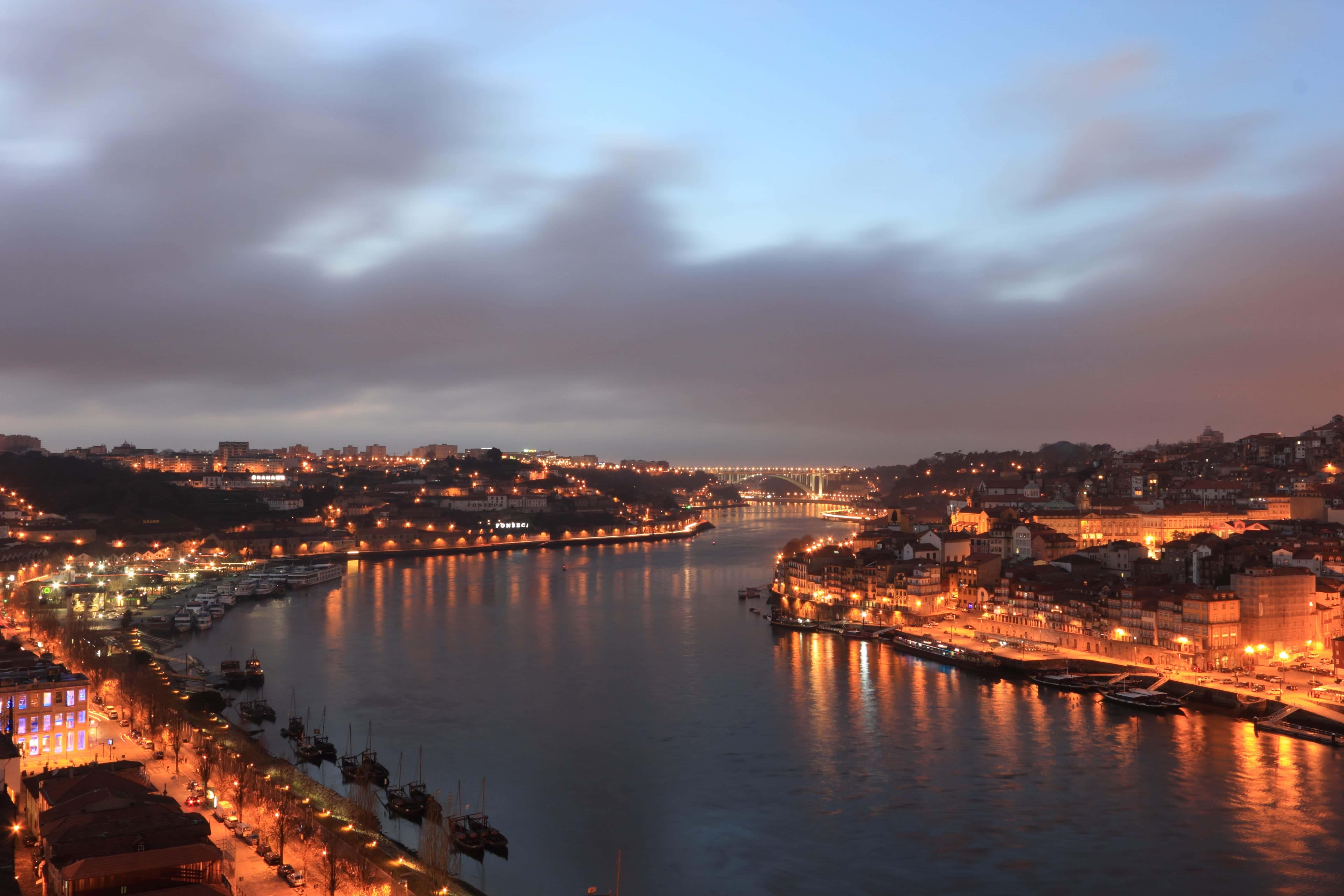 20 fotos que mostram o encanto do Porto ao anoitecer